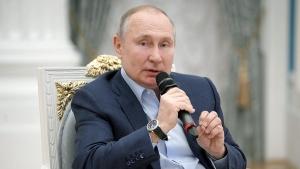 Путин предложил подумать над лицензированием психологической помощи
